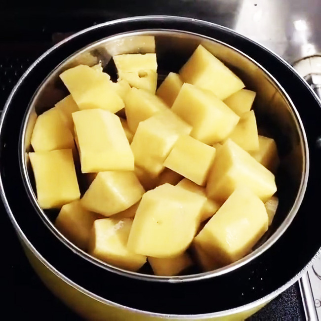 Dùng nồi cơm điện làm bánh khoai lang - sữa dừa thơm nức nhà: Đảm bảo từ người lớn đến trẻ con đều mê tít! - Ảnh 4.