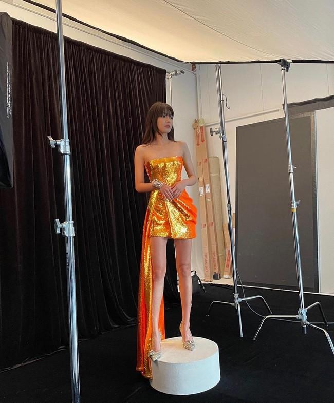"""Chị đại SNSD sở hữu đôi chân dài siêu thực đến Lisa cũng phải lép vế, cứ diện đồ ngắn là khiến dân tình """"lác mắt"""" - Ảnh 2."""