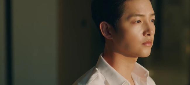 Song Joong Ki tái xuất trong phim Vincenzo cực điển trai: Bị cướp sạch đồ phải sống trong khu ổ chuột, đến tắm còn không có nước - Ảnh 3.