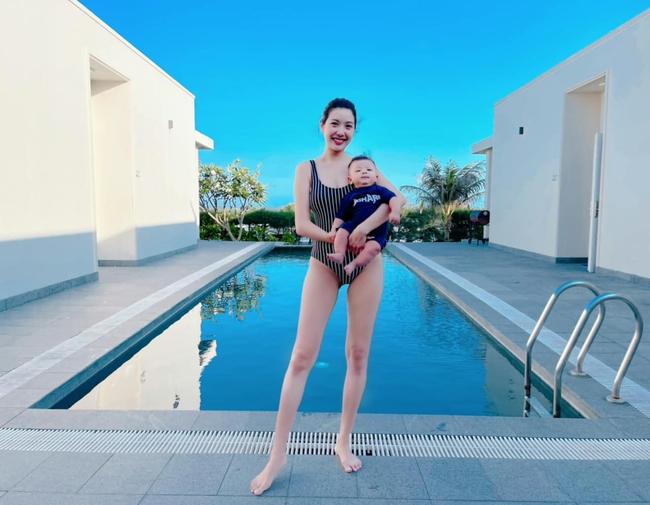 """Á hậu Thúy Vân diện đồ bơi khoe dáng """"bỏng mắt"""" người nhìn, không bế em bé chắc có người quên cô vừa mới đẻ hơn 3 tháng - Ảnh 1."""