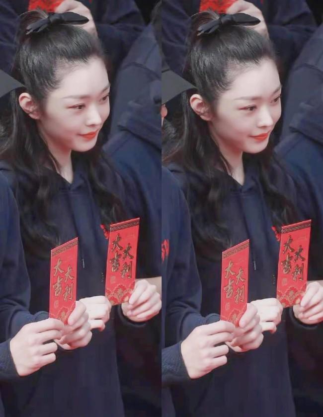 """Netizen bấn loạn vì cảnh giường chiếu của Vương Nhất Bác và """"vị hôn thê"""" Tống Dật  - Ảnh 5."""