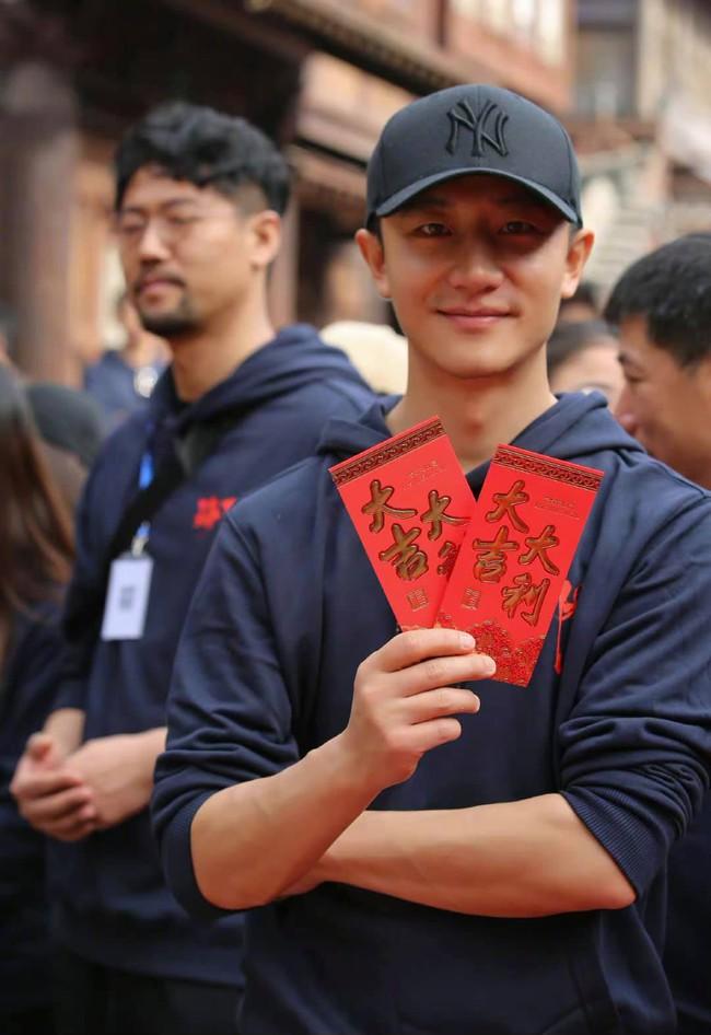 """Netizen bấn loạn vì cảnh giường chiếu của Vương Nhất Bác và """"vị hôn thê"""" Tống Dật  - Ảnh 4."""