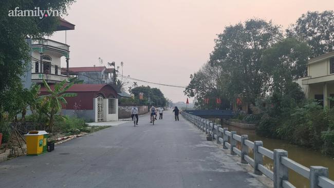 Người dân Bắc Ninh vỗ tay chứng kiến hàng rào cách ly được gỡ bỏ - Ảnh 9.