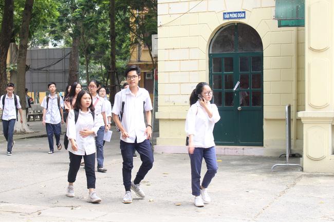 Quy định thay đổi khu vực tuyển sinh lớp 10 khiến phụ huynh hoang mang, lãnh đạo Sở GD-ĐT Hà Nội lên tiếng giải đáp - Ảnh 2.
