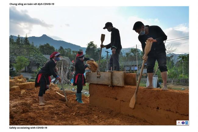 ẢNH: Các thiếu nữ Quảng Bạ vừa chống dịch vừa phát triển kinh tế - Ảnh 4.