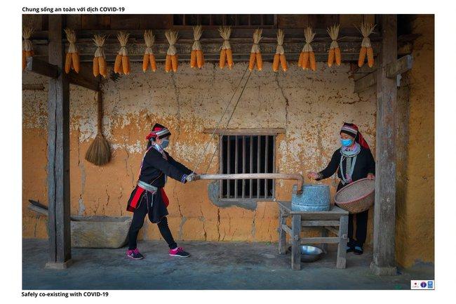 ẢNH: Các thiếu nữ Quảng Bạ vừa chống dịch vừa phát triển kinh tế - Ảnh 5.