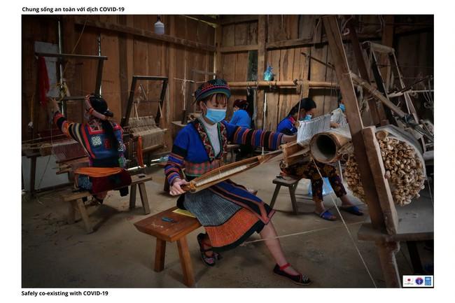 ẢNH: Các thiếu nữ Quảng Bạ vừa chống dịch vừa phát triển kinh tế - Ảnh 10.