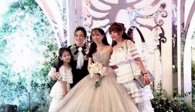 Hoá ra, vợ cả và vợ hai của Minh Nhựa chưa từng đụng mặt nhau ngay cả trong lễ cưới của con gái Joyce Phạm?  - Ảnh 5.