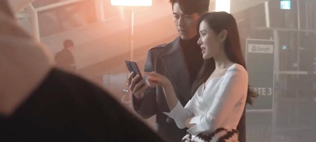 Loạt giây phút tình tứ của Son Ye Jin và Hyun Bin khiến dân tình phát sốt - Ảnh 6.