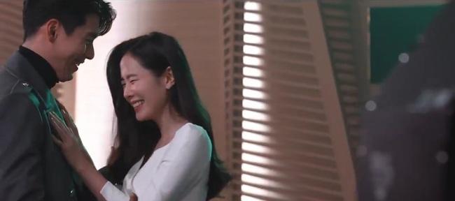 Loạt giây phút tình tứ của Son Ye Jin và Hyun Bin khiến dân tình phát sốt - Ảnh 5.