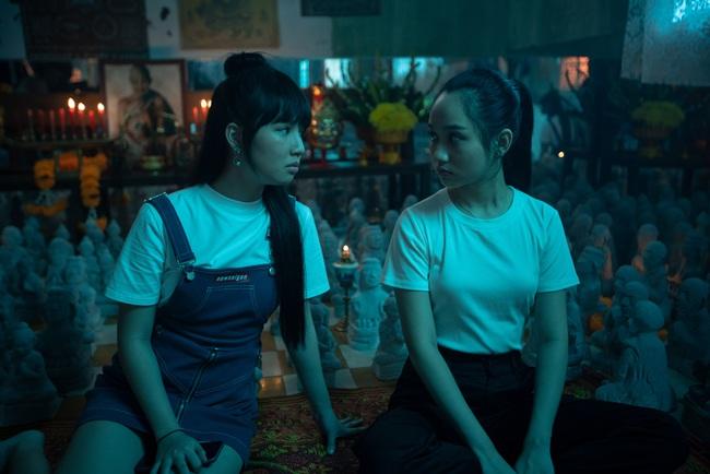 Phim bùa ngải của Victor Vũ - Chi Pu công bố lịch chiếu, Trúc Anh gây choáng với cảnh nhận búp bê làm con - Ảnh 5.
