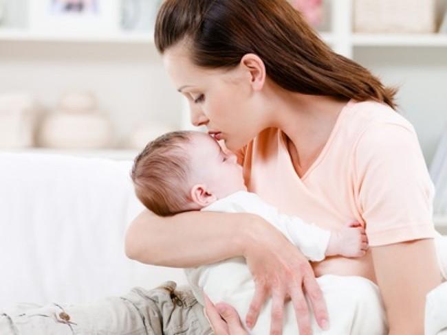 Bà mẹ gần như trầm cảm vì con cứ ngủ 30 phút lại dậy, cho con đi khám thì vui mừng khi nghe lời tư vấn của bác sĩ  - Ảnh 1.