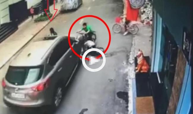 Clip: Ô tô đâm kinh hoàng vào 3 đứa trẻ đang đạp xe giữa đường, khoảnh khắc người dân la hét thất thanh khiến ai nấy bủn rủn - Ảnh 2.