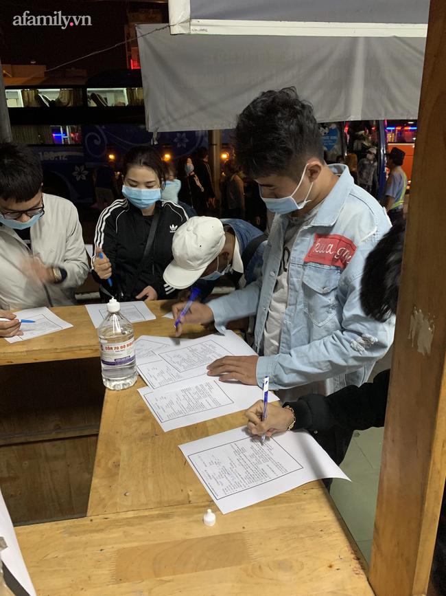 TP.HCM dỡ bỏ điểm phong tỏa cuối cùng có bệnh nhân trong chuỗi nhân viên sân bay Tân Sơn Nhất mắc COVID-19 - Ảnh 2.