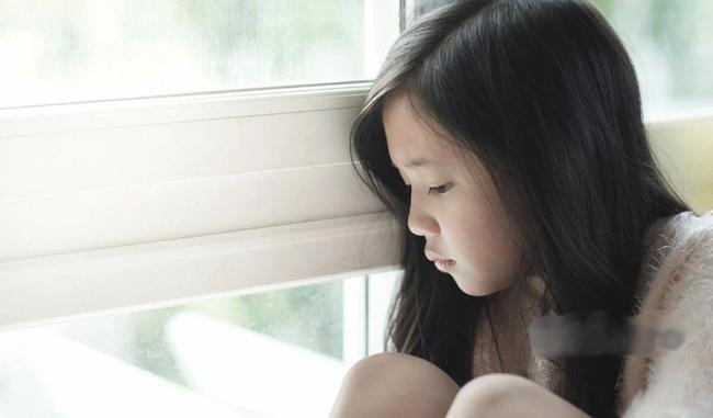 Cô gái kể chuyện bị trầm cảm 7 năm thu hút hơn 300 triệu người xem, ai nấy đều lên án câu trả lời lạnh lùng của người mẹ, đằng sau là lời cảnh báo về 3 kiểu gia đình độc hại khi dạy con - Ảnh 3.