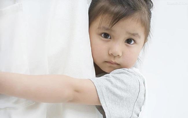 Cô gái kể chuyện bị trầm cảm 7 năm thu hút hơn 300 triệu người xem, ai nấy đều lên án câu trả lời lạnh lùng của người mẹ, đằng sau là lời cảnh báo về 3 kiểu gia đình độc hại khi dạy con - Ảnh 2.