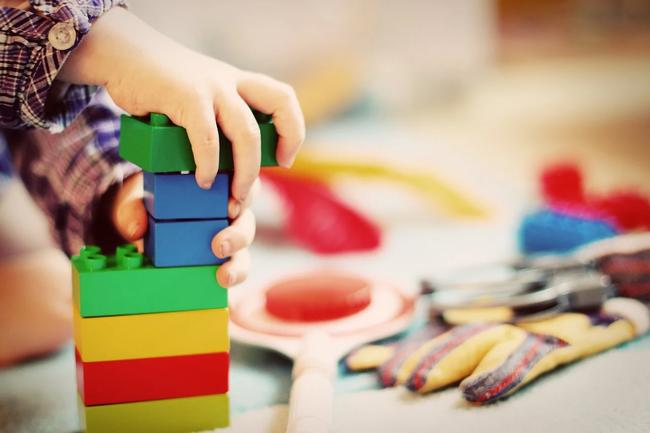 Nghiên của của ĐH Harvard: Mua nhiều đồ chơi cho trẻ không tốt cho sự phát triển trí não - Ảnh 4.