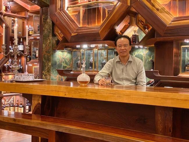 Những vị đại gia Việt dám chi hơn 30 tỷ đồng để sở hữu chai rượu đắt nhất nhì thế giới, nhiều người ví cứ uống một ngụm là một chiếc Mercedes ra đi!? - Ảnh 1.