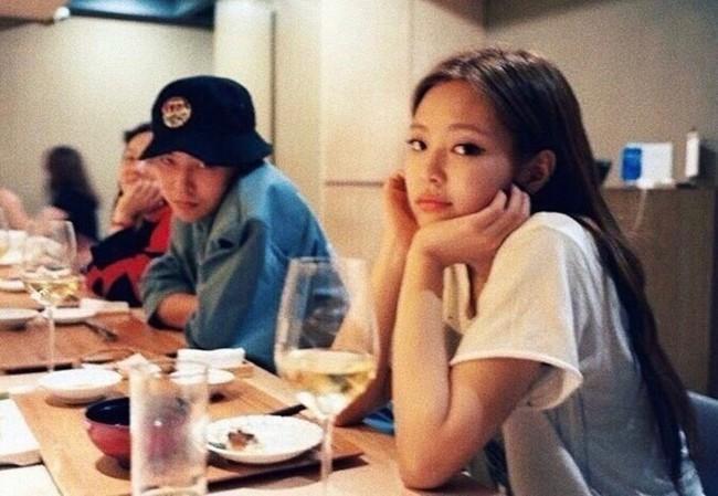 """Style của Jennie khi ở bên bạn trai: Chất ngất thế này bảo sao """"ông hoàng Kpop"""" đổ đứ đừ, dân tình ủng hộ nhiệt liệt - Ảnh 1."""