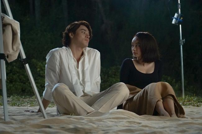 Kaity Nguyễn quay 5 cảnh nóng táo bạo, choáng nhất là hôn trai trẻ cực nhạy cảm trên bãi biển - Ảnh 9.