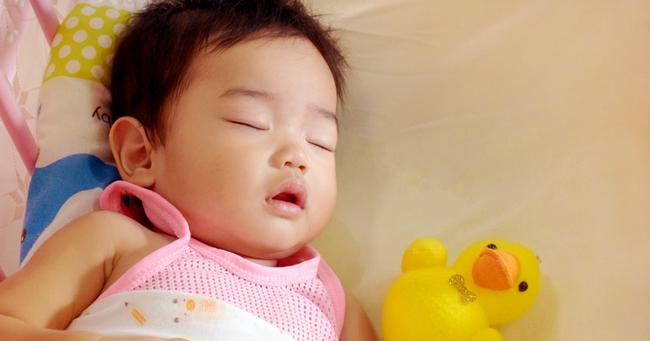 Khác biệt rõ rệt giữa một đứa trẻ tự ngủ và đứa trẻ cần dỗ dành mới ngủ được, không chỉ là IQ mà còn nhiều yếu tố khác - Ảnh 4.