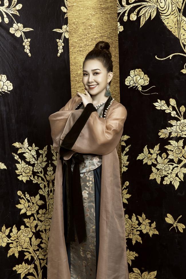 Quán quân Sao Mai Quách Mai Thy khoe dáng thon thả với áo dài - Ảnh 4.
