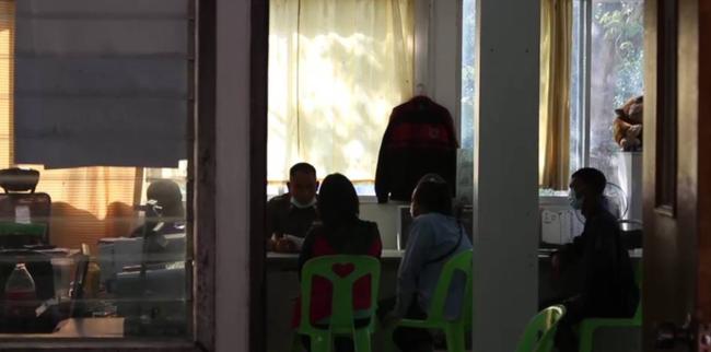 Thầy giáo bị tố xâm hại 16 em học sinh lớp 3, tình tiết cụ thể khiến các phụ huynh khóc ngất đau đớn - Ảnh 1.