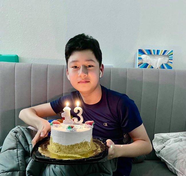 Bảo Nam giống Quang Dũng như 2 giọt nước trong bức ảnh mừng sinh nhật tuổi mới, biết chiều cao hiện tại của bé ai cũng choáng - Ảnh 1.