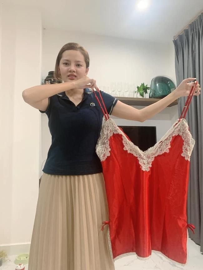 Mua chiếc váy ngủ gợi cảm, cô gái không ngờ shop lại chuyển nhầm size tạp dề khiến hình ảnh sau khi mặc đúng chất tấu hài chuyên nghiệp - Ảnh 3.