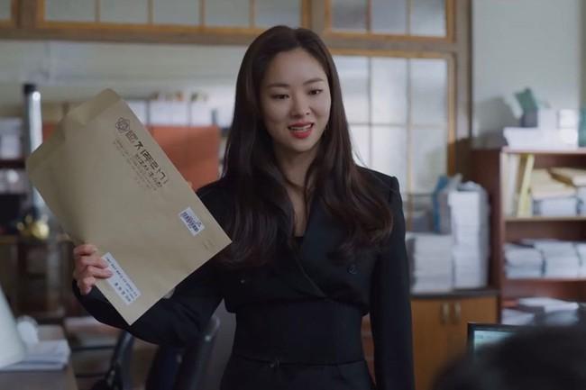 """""""Bồ mới"""" của Song Joong Ki khí chất cũng ngang ngửa Jennie khi cùng diện vest gần 40 triệu  - Ảnh 1."""