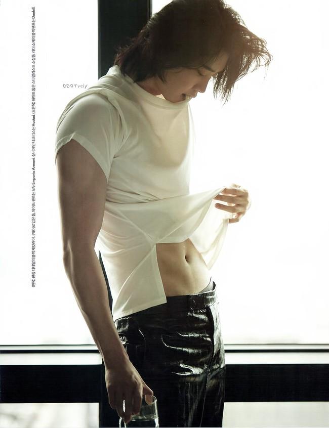 """Lee Jong Suk lại """"đốn tim"""" vì loạt ảnh tạp chí đẹp đến từng centimet, scandal với Trịnh Sảng chỉ là gió thoảng qua  - Ảnh 2."""