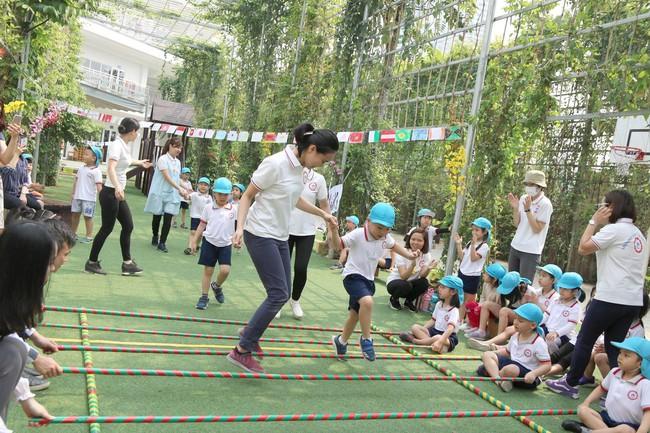 Ngôi trường độc nhất Hà Nội: Học sinh mầm non được dạy lễ nghĩa từ tấm bé, đi học cúi gập chào người lớn cực đáng yêu - Ảnh 3.