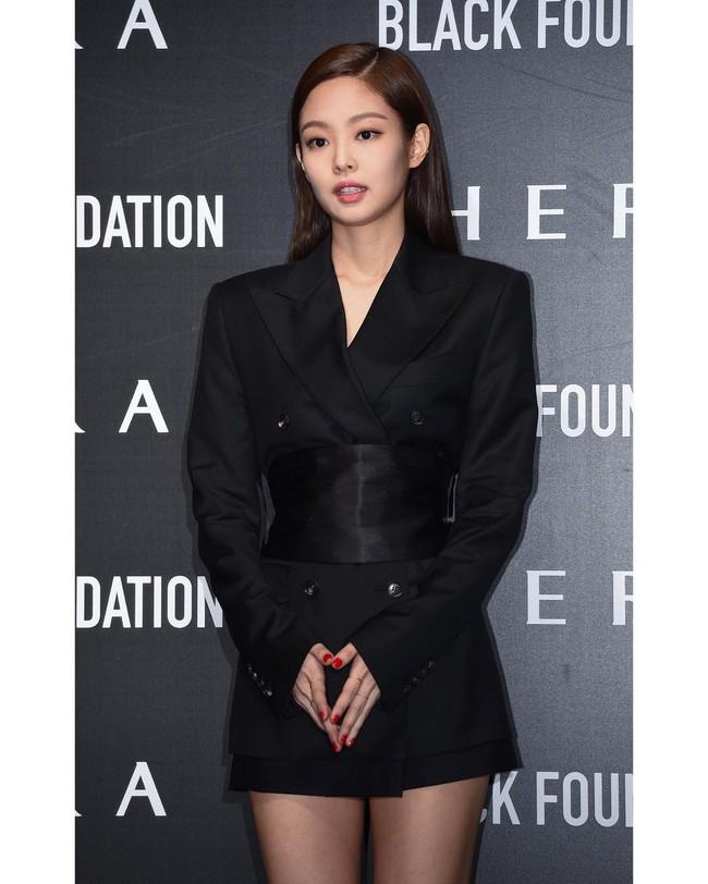 """""""Bồ mới"""" của Song Joong Ki khí chất cũng ngang ngửa Jennie khi cùng diện vest gần 40 triệu  - Ảnh 3."""