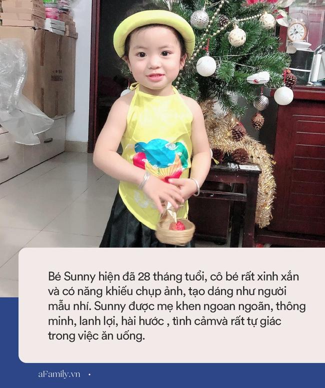 """Bé gái 2 tuổi bắt mẹ uốn éo tạo dáng để chụp ảnh, canh góc đủ kiểu ra vẻ chuyên nghiệp nhưng khi xem kết quả, mẹ chỉ biết """"khô lời"""" - Ảnh 6."""