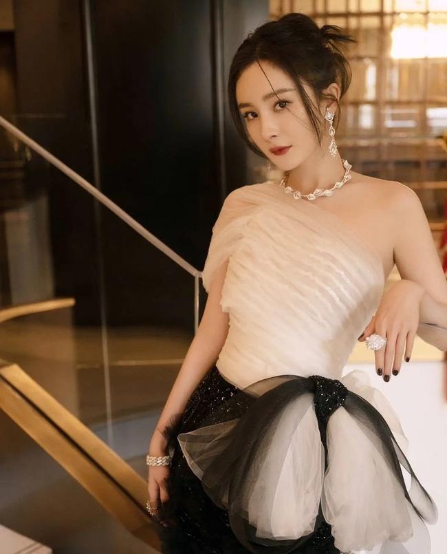 Dương Mịch bị chê tạo hình xấu, fan mắng studio không thương tiếc - Ảnh 1.
