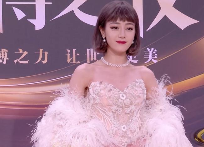 Dàn mỹ nhân đình đám bị soi nhược điểm tại Đêm hội Weibo - Ảnh 1.