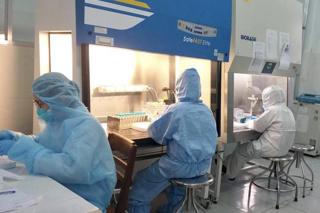Gia Lai phát hiện người phụ nữ tái dương tính SARS-CoV-2 sau 7 ngày, cách ly chồng và con bệnh nhân - Ảnh 1.