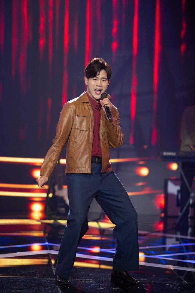 Uyên Linh xấu hổ vì lỡ miệng nhắc tên tình cũ trên sóng truyền hình - Ảnh 2.