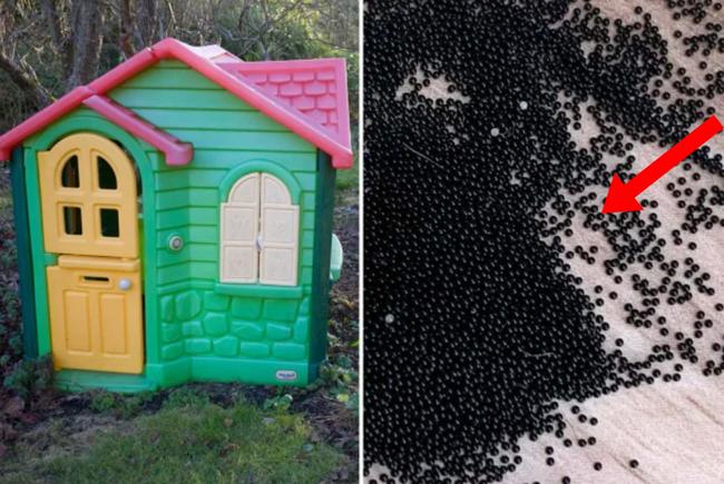 """Mẹ hoảng loạn phát hiện hàng nghìn hạt màu đen đáng sợ bám chi chít trong đồ chơi của các con, cầu cứu MXH thì nhận câu trả lời còn """"xoắn não"""" hơn - Ảnh 1."""