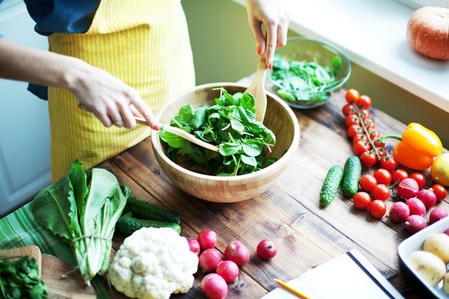"""5 sai lầm khi ăn rau giảm cân làm sức khỏe tụt dốc, thậm chí còn """"phát tướng"""" hơn cả ăn thịt mỡ - Ảnh 1."""