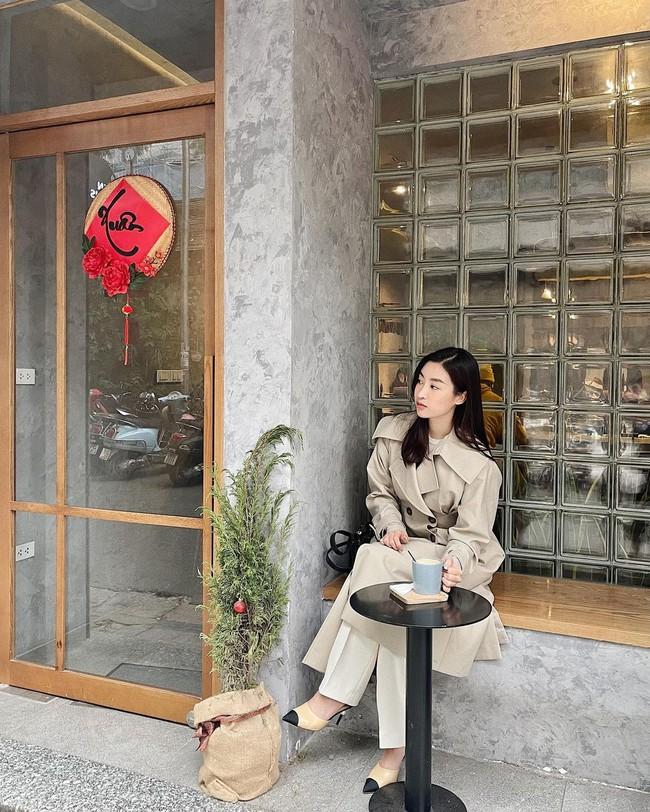 Một kiểu áo khoác dài đơn giản mà so kè được style của 4 nàng Hậu: Người chân chất, người khoe dáng nuột nà - Ảnh 6.