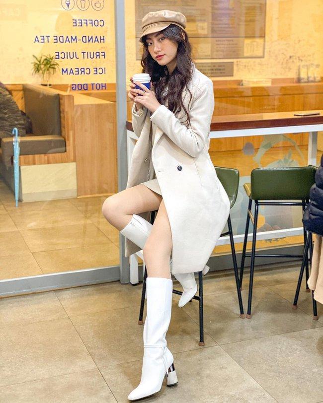 Một kiểu áo khoác dài đơn giản mà so kè được style của 4 nàng Hậu: Người chân chất, người khoe dáng nuột nà - Ảnh 3.