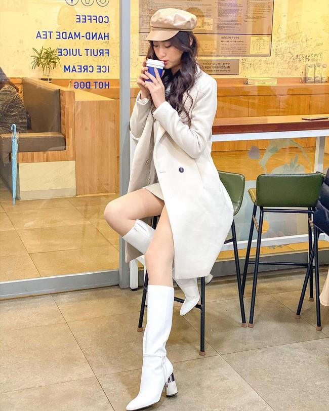 Một kiểu áo khoác dài đơn giản mà so kè được style của 4 nàng Hậu: Người chân chất, người khoe dáng nuột nà - Ảnh 4.