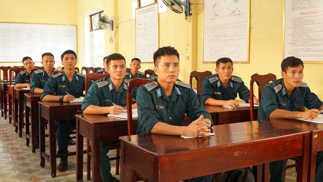 Thanh Sơn, Bình An đóng phim Tết toàn trai đẹp của đạo diễn Khải Anh, mới tung trailer đã khiến dân mạng xôn xao vì quá hoành tráng - Ảnh 1.