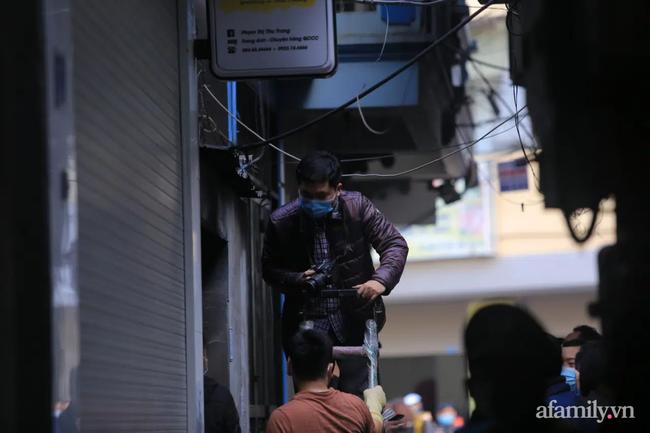 Vụ cháy nhà trọ khiến 4 sinh viên tử vong ở Hà Nội: Người may mắn thoát chết khóa cửa ngoài rồi đi uống trà đá - Ảnh 1.