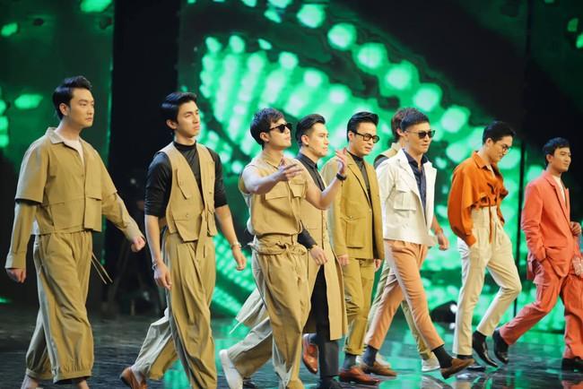 """Hé lộ lý do dàn sao nam """"Vũ trụ VTV"""" ăn mặc lạ đời, Việt Anh còn mặc trang phục giống... váy gây tranh cãi - Ảnh 7."""