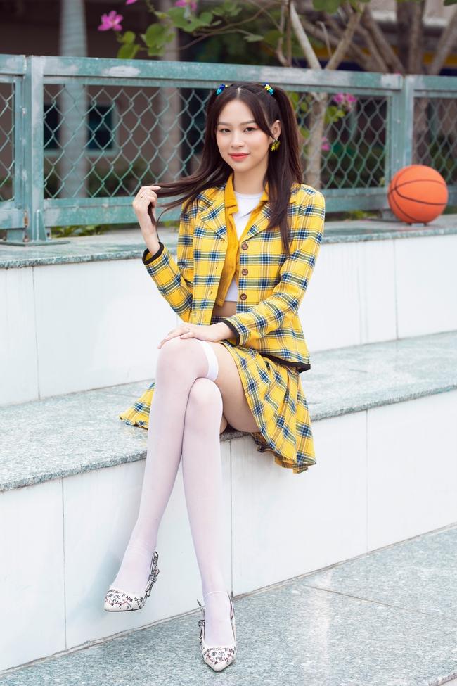Hot TikToker bị chê phản cảm Lê Bống mặc đồ nữ sinh đóng MV của Phí Phương Anh, chiêu trò gì nữa vậy? - Ảnh 3.