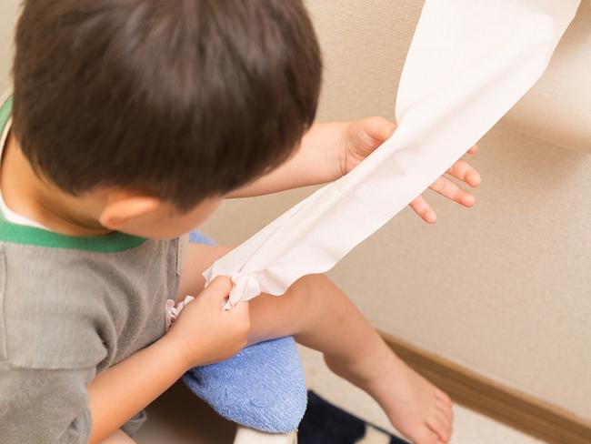 Hết ăn lại ngủ trong ngày nghỉ, lá lách và dạ dày cậu bé 6 tuổi bị tổn thương nặng, bác sĩ khuyến cáo 4 loại thức ăn này không nên ăn khi bụng đói - Ảnh 1.