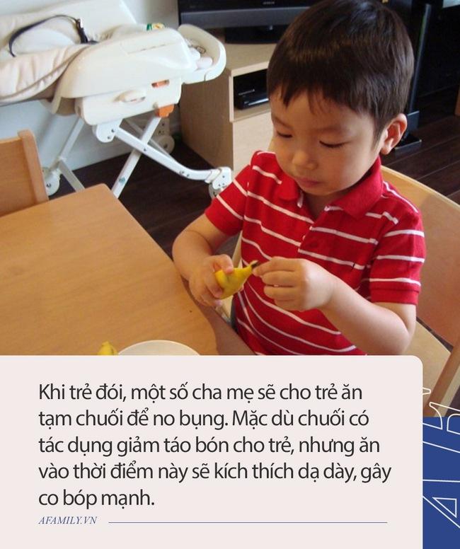 Hết ăn lại ngủ trong ngày nghỉ, lá lách và dạ dày cậu bé 6 tuổi bị tổn thương nặng, bác sĩ khuyến cáo 4 loại thức ăn này không nên ăn khi bụng đói - Ảnh 2.
