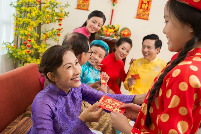 """Lì xì mừng tuổi - phong tục """"đi lùi"""" của người Việt đã trở thành """"thủ tục"""" ám ảnh người lớn mỗi dịp tết đến xuân về - Ảnh 2."""